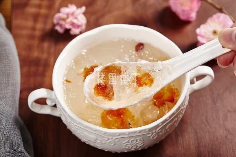龙眼葡萄干燕窝糖水一直以来都是小孩子喜欢吃的味道