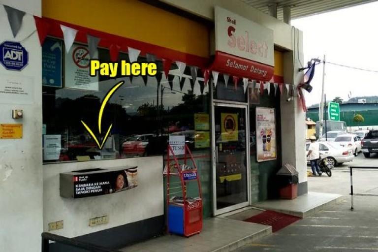 我在马来西亚开车加油和路边停车要去哪里以及怎么给钱?